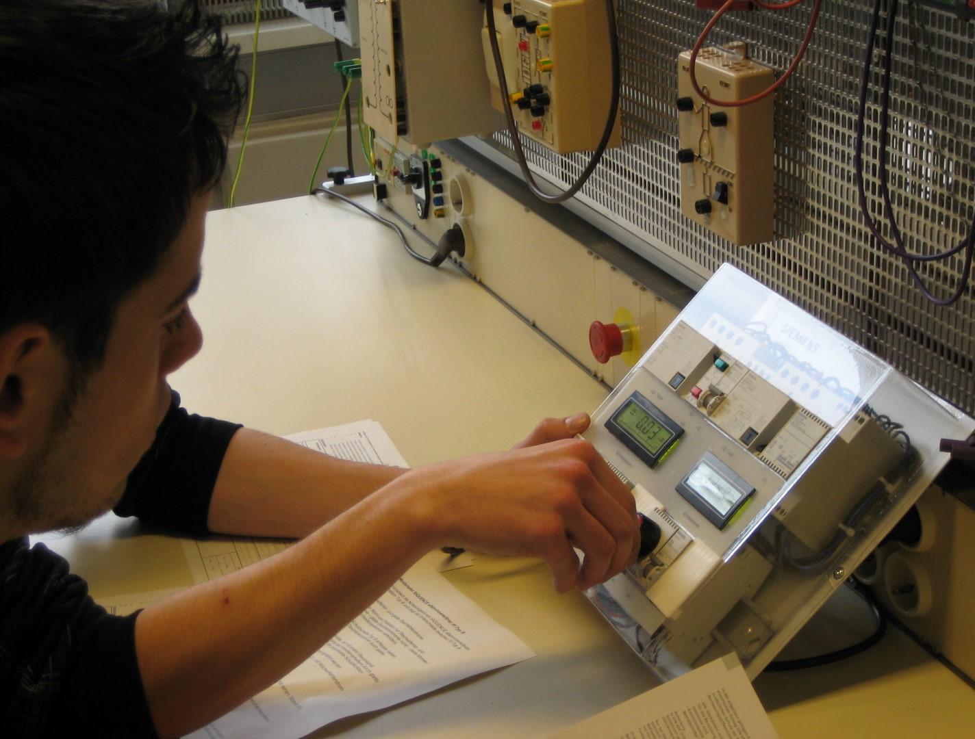 Hein-Moeller-Schule - Fachbereich Elektroenergie und Schutzsysteme